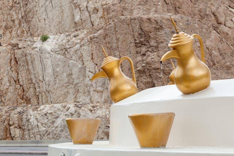Töpfe des arabischen Kaffees in einem Karussell, Oman stockfotografie