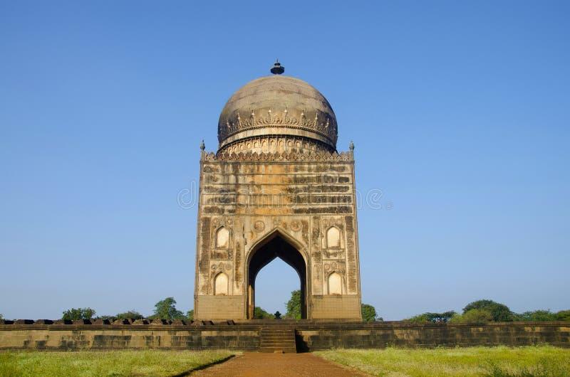 Túmulo de Ali Barid Shah, Bidar, estado de Karnataka da Índia foto de stock royalty free