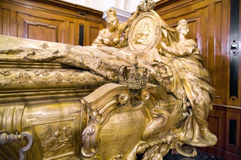 Túmulo de Frederick mim na catedral de Berlim, rei de Prússia imagens de stock