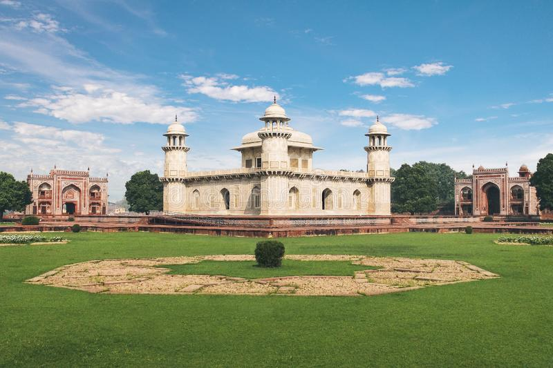 Túmulo de Itmad-Ud-Daulahs - bebê Taj - Agra, Índia foto de stock