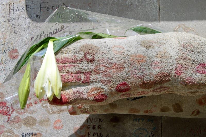 Túmulo de Oscar Wilde no cemitério de Pere Lachaise fotos de stock royalty free