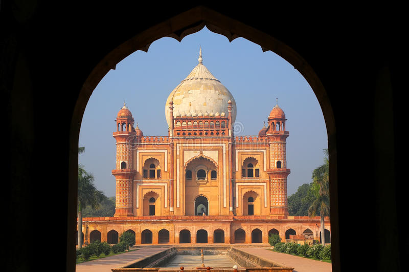 Túmulo de Safdarjung visto da entrada principal, Nova Deli, Índia imagens de stock royalty free