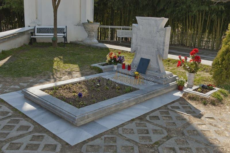 Túmulo do búlgaro Baba Vanga do profeta em Rupite seu lugar favorito imagem de stock