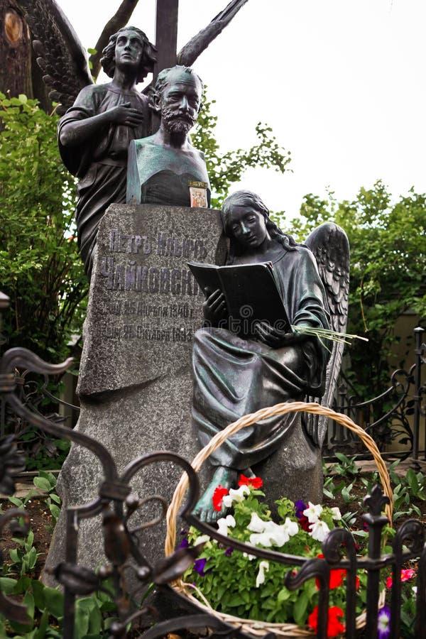 Túmulo do compositor famoso Pyotr Tchaikovsky imagem de stock