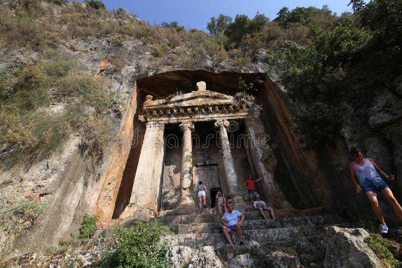 Túmulos da rocha em Fethiye imagem de stock royalty free
