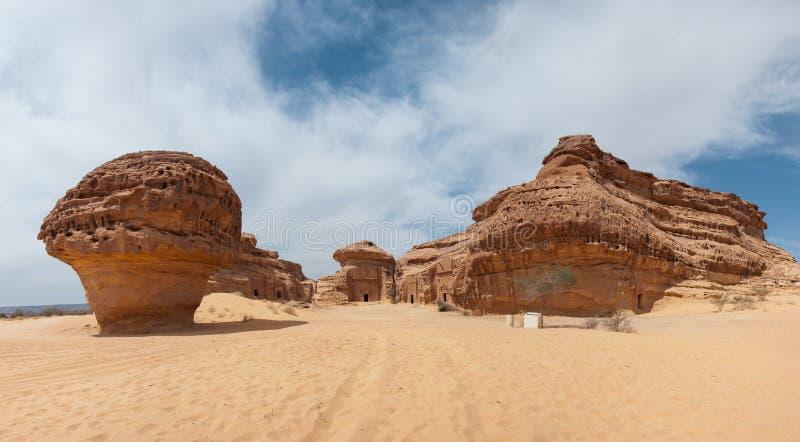Túmulos de Nabatean no local arqueológico de Madaîn Saleh, Arábia Saudita imagem de stock royalty free