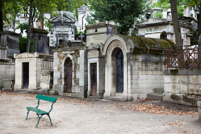 Túmulos no cemitério de Pere Lachaise imagens de stock