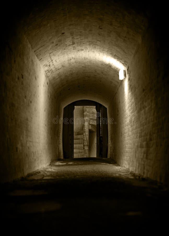 Túneis napoleonic do castelo de Dôvar foto de stock