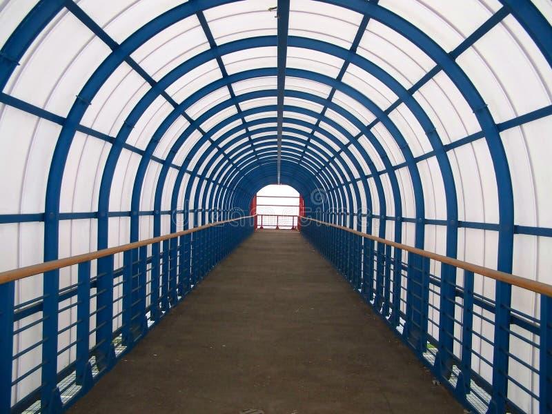 Túnel à terra Composição arquitetónica moderna a foto fotografia de stock royalty free
