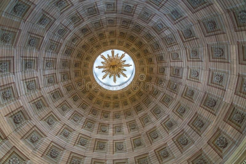 Túnel abstrato como a ideia do interior de uma torre de igreja fotografia de stock