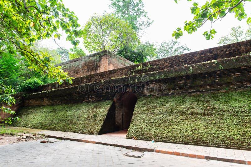 Túnel antigo no templo de Wat Umong, Chiangmai, Tailândia imagens de stock royalty free