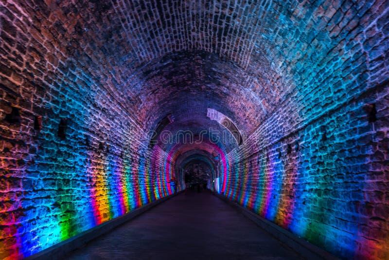 Túnel antiguo de Rarilway encendido en el color del arco iris, Brockville, encendido imagen de archivo libre de regalías