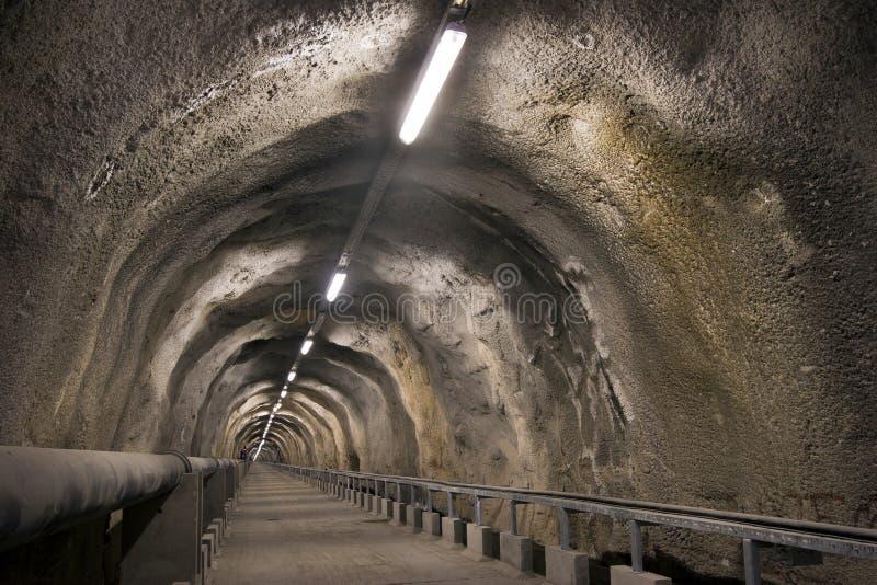 Túnel através do monte imagem de stock royalty free