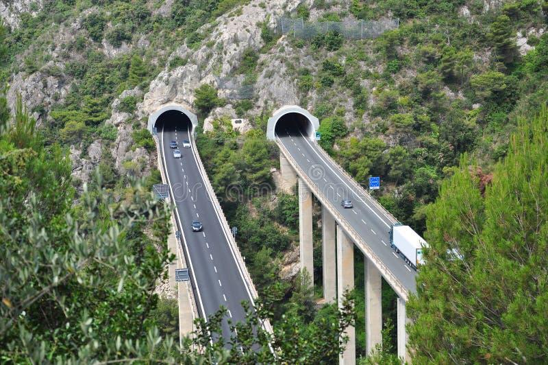 Túnel da estrada na costa mediterrânea italiana imagem de stock