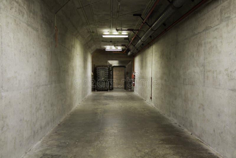 Túnel da explosão em um abrigo de bomba fotografia de stock