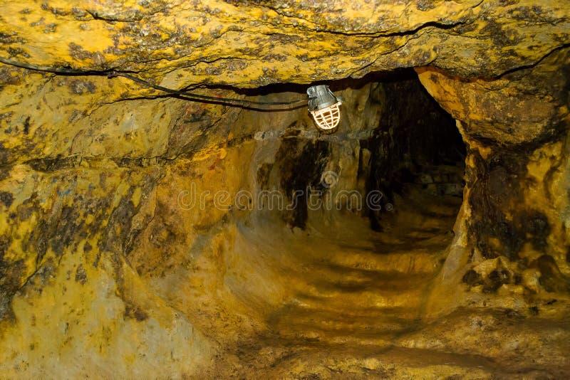 Túnel da mina de ouro imagens de stock