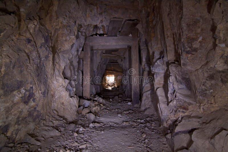 Túnel da mina de ouro velho fotografia de stock