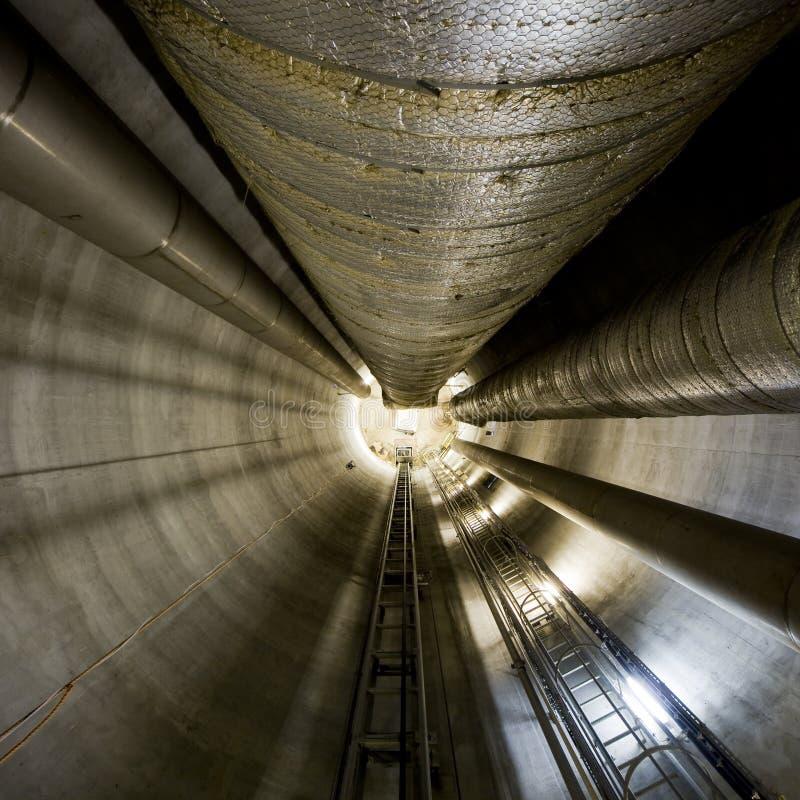 Túnel de acero imagen de archivo