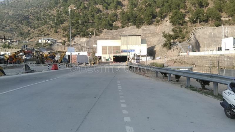 Túnel de Chenani-Nashri no túnel da estrada a mais longa de jammu em india fotografia de stock