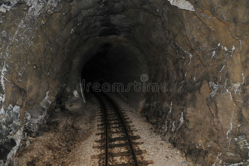 Túnel de ferrocarril foto de archivo