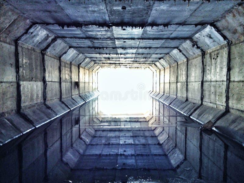 Túnel de la alcantarilla fotos de archivo libres de regalías