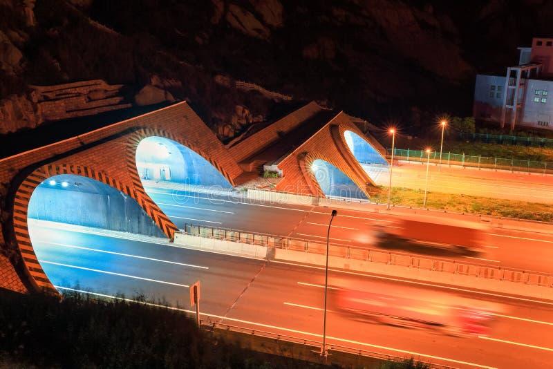 Túnel de la carretera en la noche imágenes de archivo libres de regalías