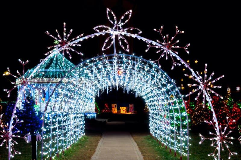 Túnel de la luz de la Navidad fotografía de archivo