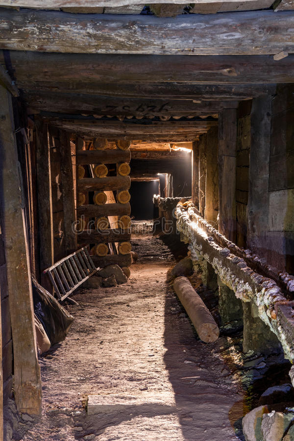 Túnel de la mina subterránea foto de archivo libre de regalías