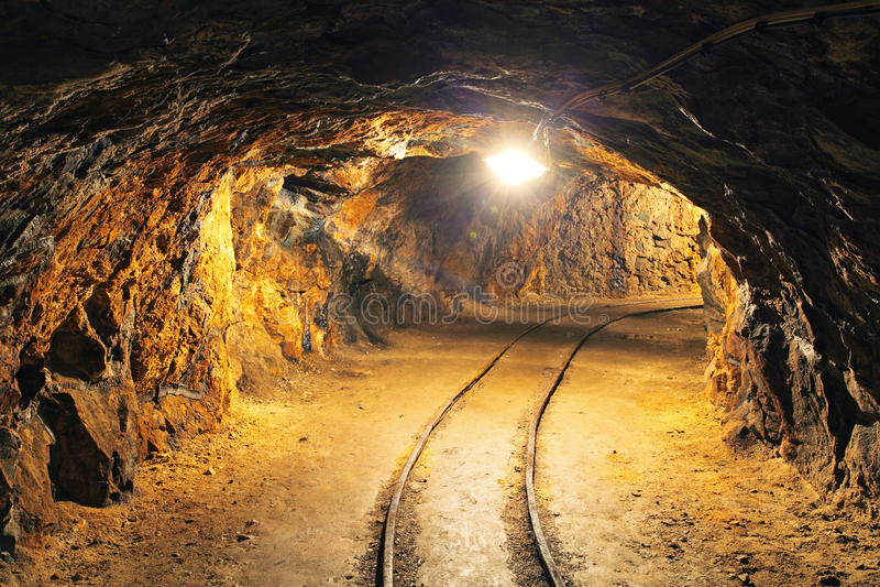 Túnel de la mina subterránea, minería foto de archivo