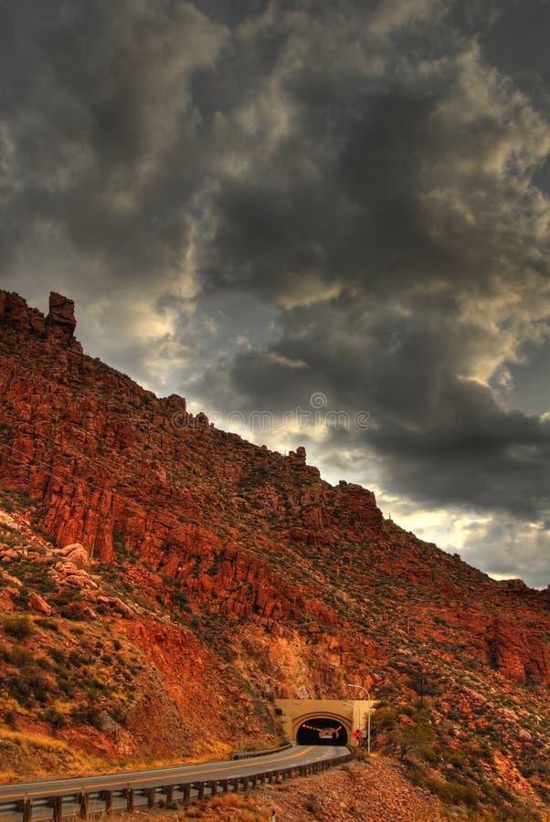 Túnel de la montaña del desierto foto de archivo libre de regalías