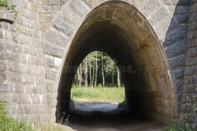 Túnel de pedra pequeno imagens de stock