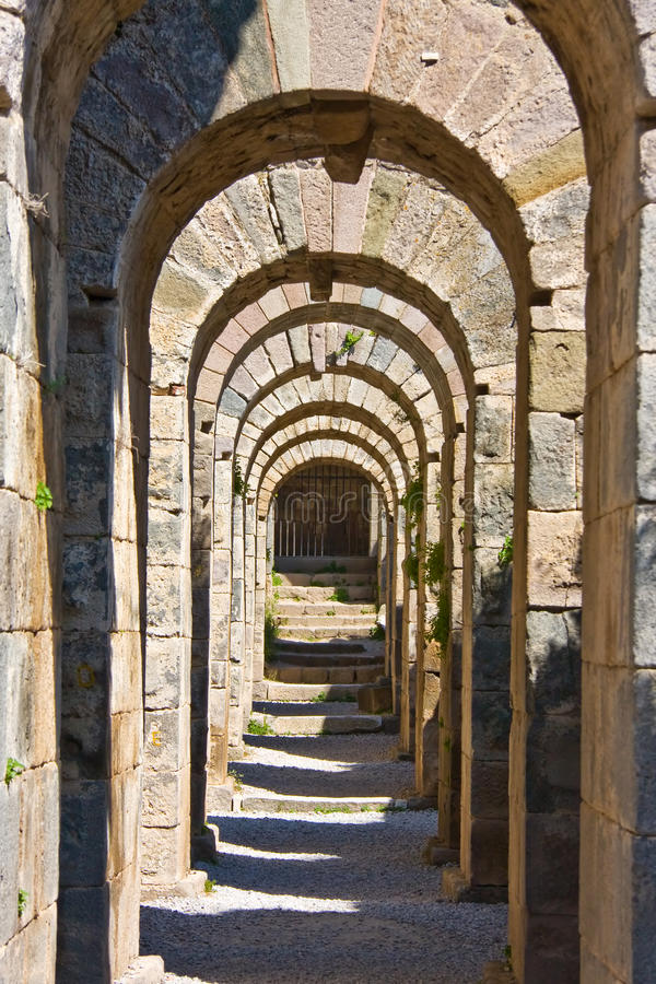 Túnel de piedra antiguo fotos de archivo