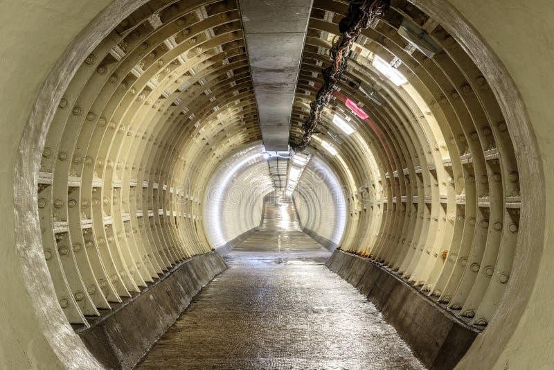 Túnel del pie de Greenwich debajo del río Támesis imagenes de archivo