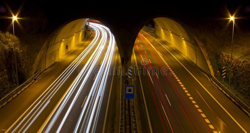 Túnel Donostia e Hernani no meio da estrada. fotos de stock