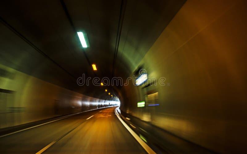 Túnel en la carretera foto de archivo