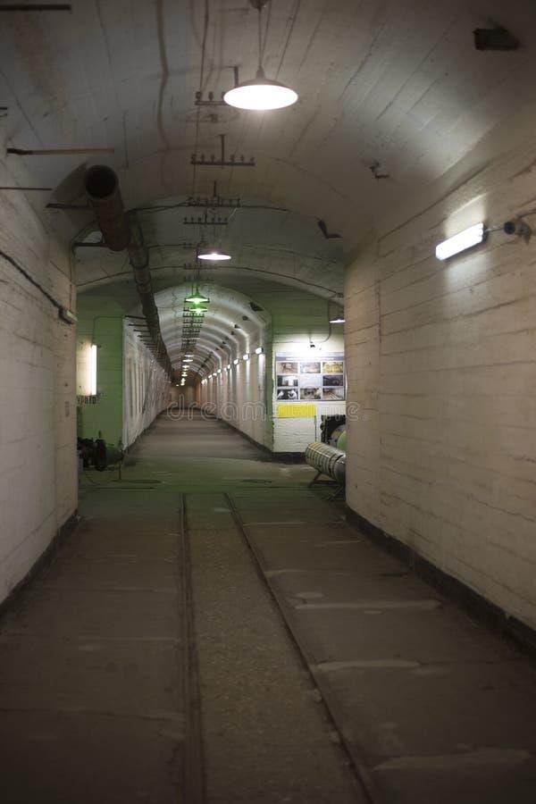 Túnel en una arcón concreta imagenes de archivo