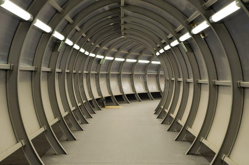 Túnel feito da construção do metal fotos de stock royalty free