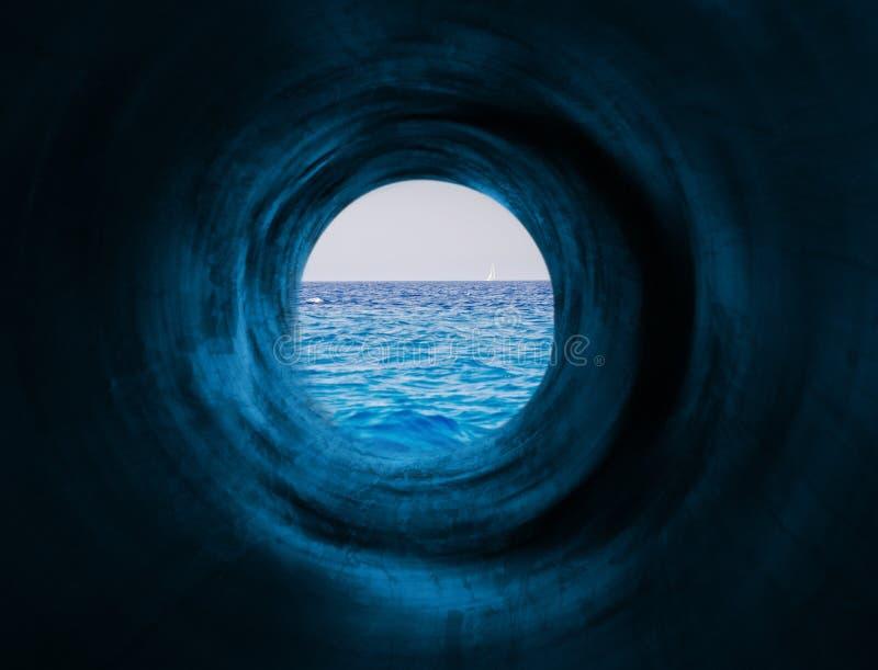 Túnel hipnótico ao mar fotos de stock royalty free