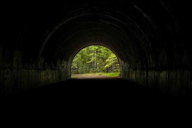Túnel interno que olha para fora imagens de stock royalty free