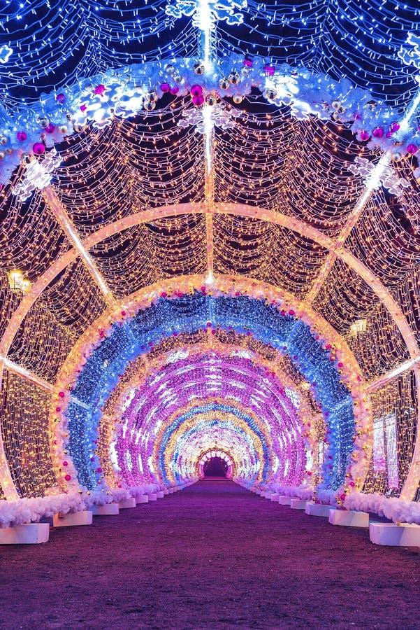 Túnel leve no bulevar de Tverskoy Estações de Moscou Cenário do ` s do ano novo Inverno fotografia de stock