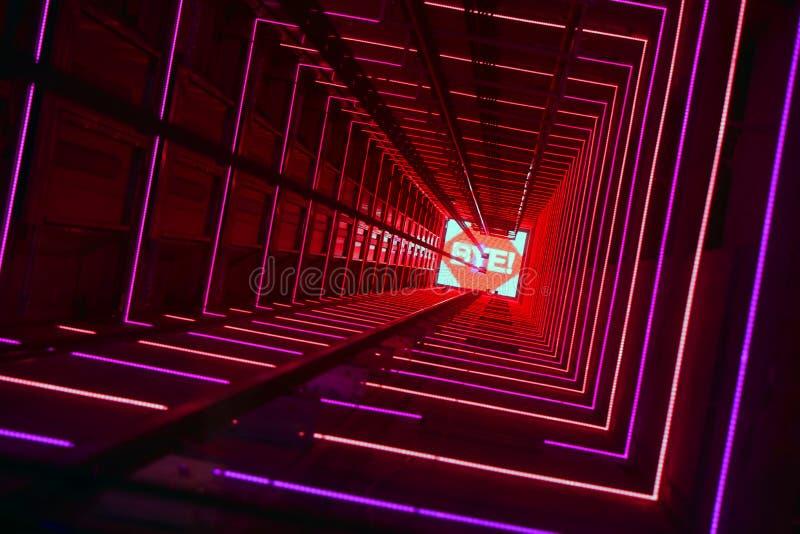 Túnel luminoso vermelho do elevador imagens de stock