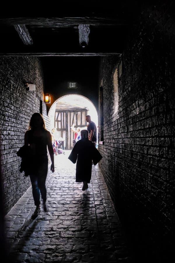 Túnel no mundo de Wizarding de Harry Potter imagem de stock