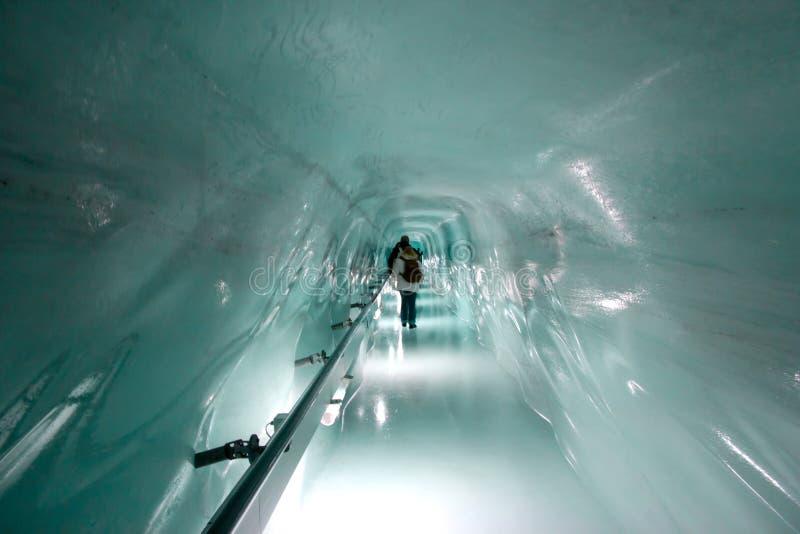 Túnel no palácio do gelo imagem de stock