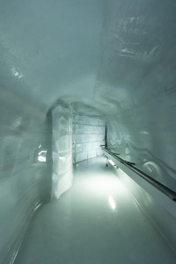 Túnel no palácio do gelo, Jungfraujoch, cumes de Bernese foto de stock