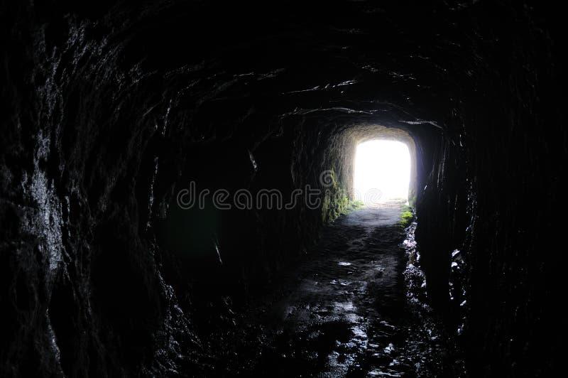 Túnel para a luz fotografia de stock