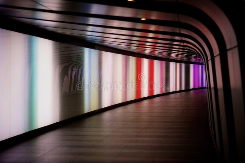 Túnel peatonal multicolor fotos de archivo libres de regalías