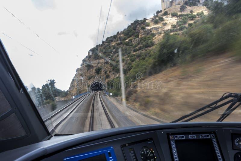 Túnel que entra del tren fotos de archivo