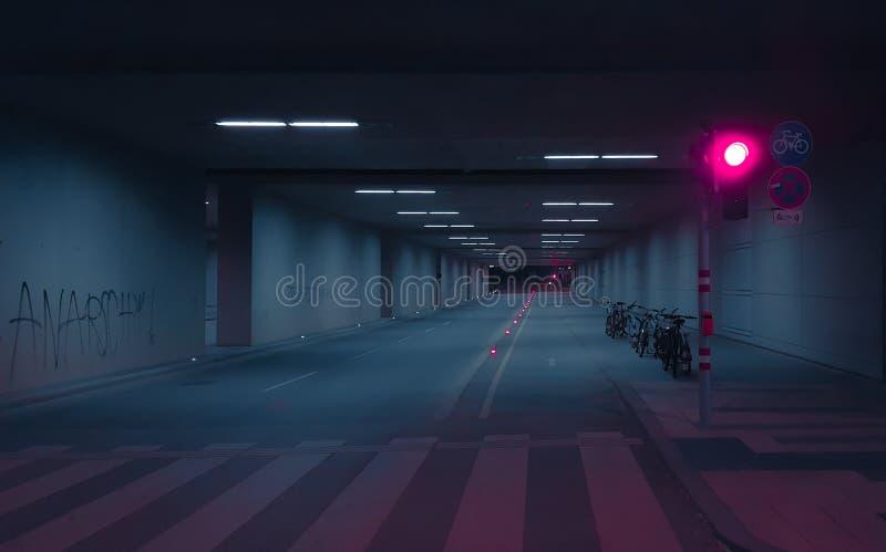 Túnel subterráneo, colores del corredor de la cuchilla, fotos de archivo libres de regalías