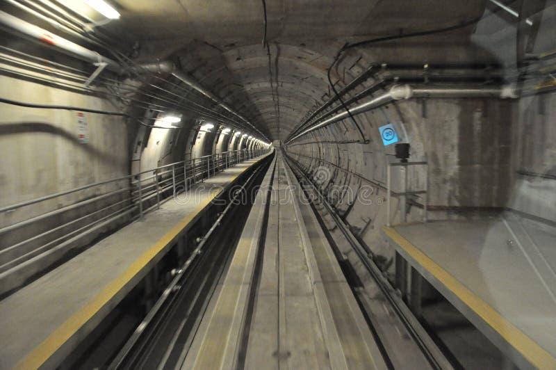 Túnel subterráneo del tren imagen de archivo libre de regalías