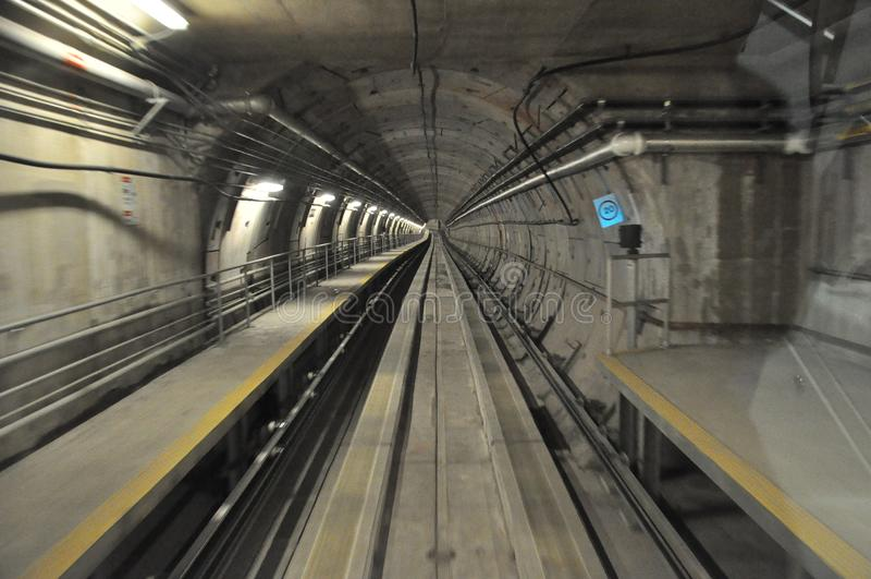 Túnel subterrâneo do trem imagem de stock royalty free